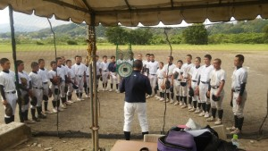球場整備の後は、試合形式の練習を行いました。