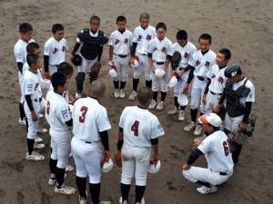 本日と明日 ・・・ 第50回 選手権大会宮崎県予選会が行われます。 我が 宮崎西部ボーイズは、本日2試合を行い、全員野球で2勝挙げる事が出来ました。 明日も  応援の力を背に自分を信じ ・・・ 仲間を信じて、宮崎西部野球(全員野球)で笑顔の花を咲かせましょう。