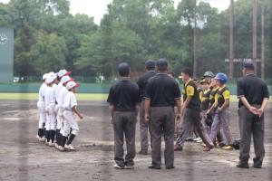 ニュージーランド代表チームと 親善試合を行いました。 雨で、3年生の試合は行えませんでしたが、外国チームとの親睦がはかれ、とても良い経験が出来ました。
