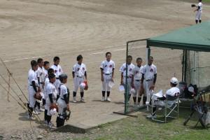 B球場は、2年生と1年生がそれぞれ練習試合を行いました。