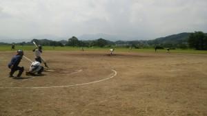 午後の練習は ・・・ A球場で 審判をつけて、2・3年生が試合形式の練習を行いました。
