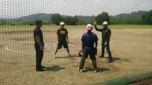 宮崎西部ボーイズでは、選手たちのサポートの為、お父さん方の審判練習にも力を入れています。