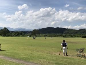 選手たちは、草集めの後 練習を行いました。